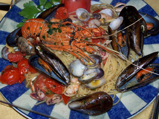 Spaghetti with shellfish at Trattoria Dante, Firenze, Italy.