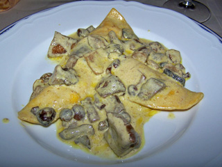 Ravioli in mushroom cream sauce, Hotel Italia restaurant, Foligno..